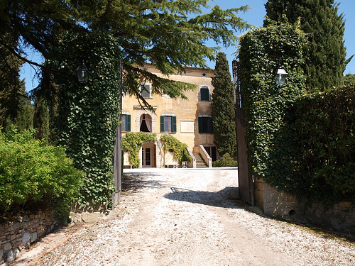 summer in tuscany: villas for rent with swimming pool for your